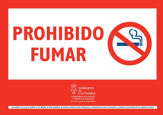 Carteles En Las Marquesinas De Bus Recordando La Prohibicion De Fumar